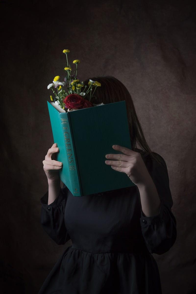 「読書花娘」の写真
