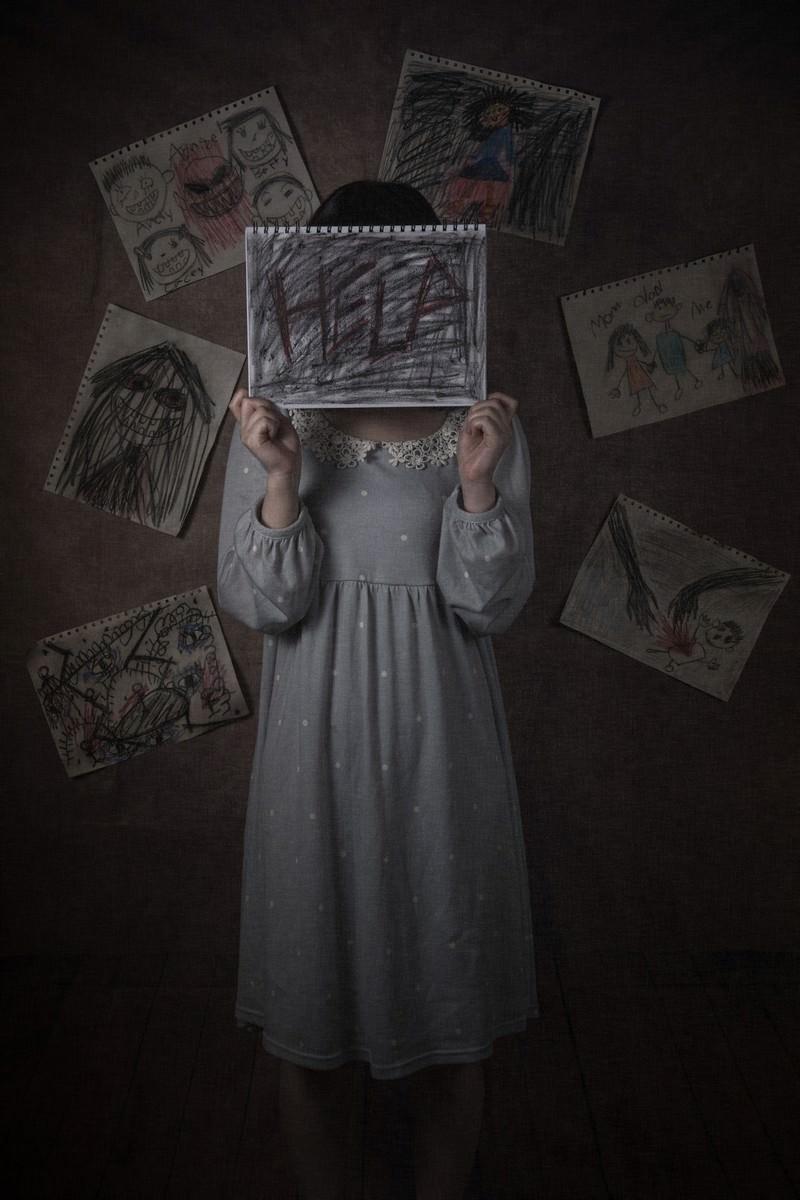 「緘黙する少女、助けて欲しいと心の叫び」の写真