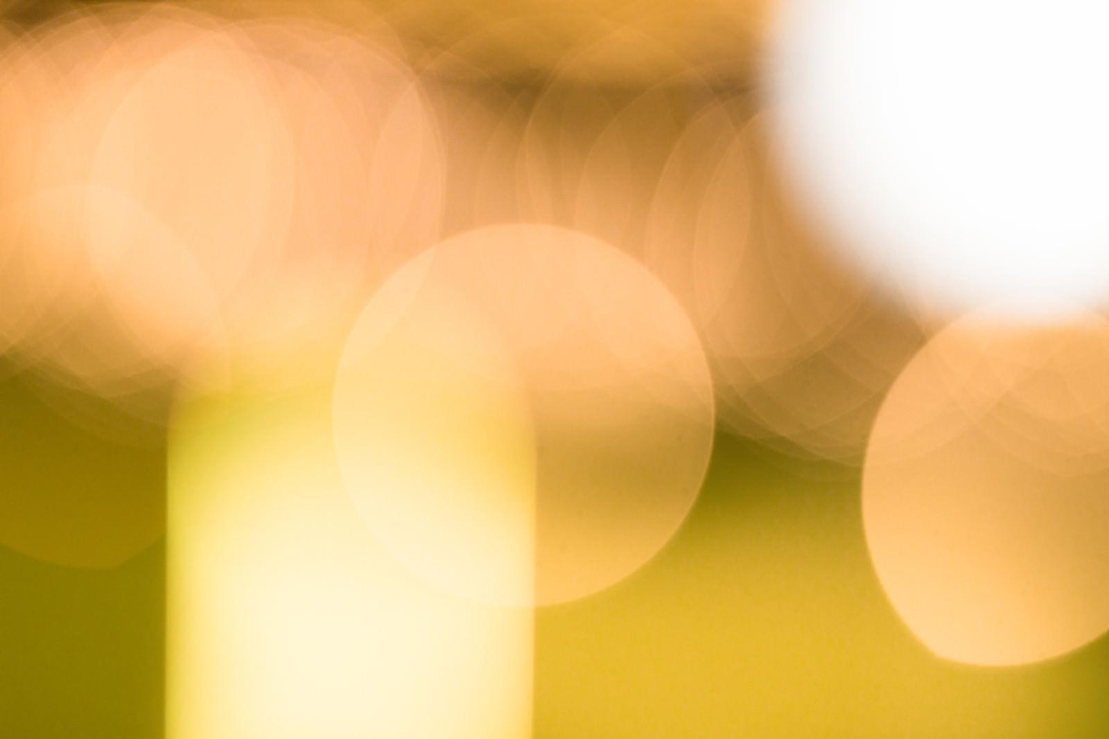「暖色の丸ボケ」の写真