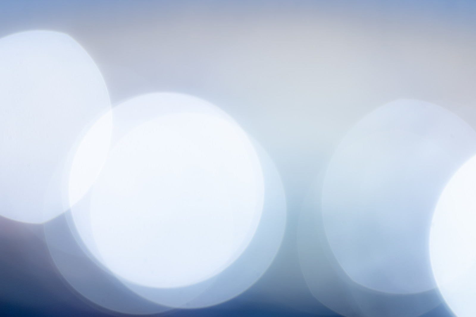 「寒色の丸ボケ」の写真