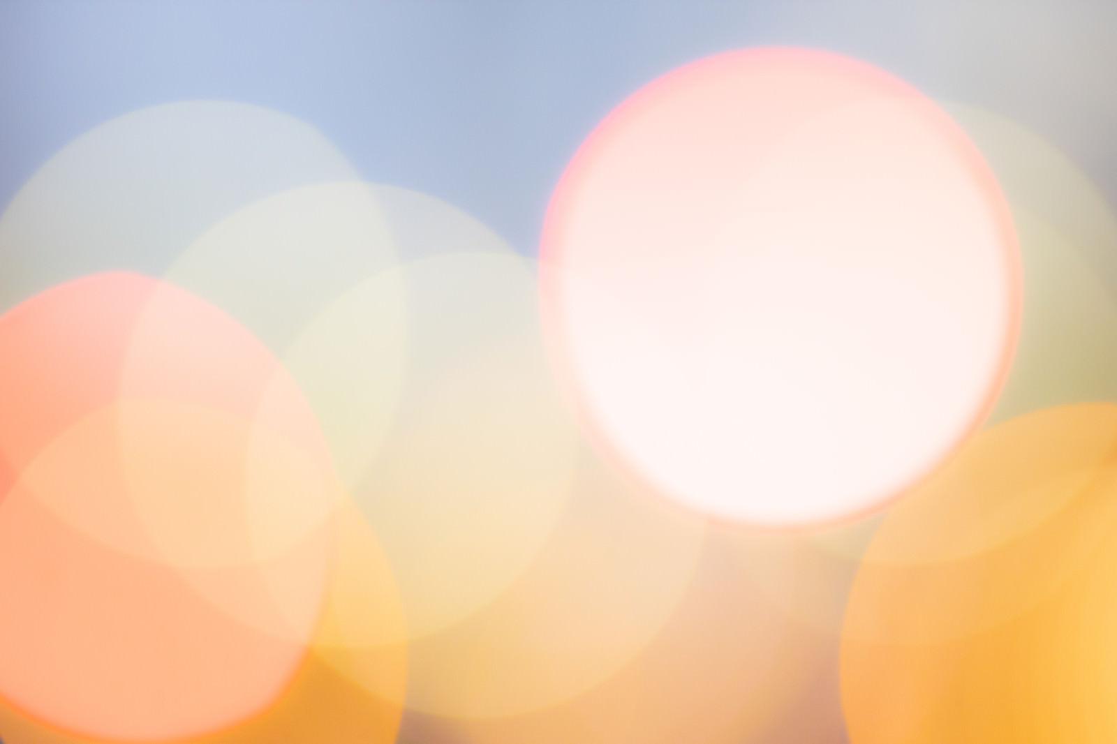 「光り輝く丸ボケ」の写真
