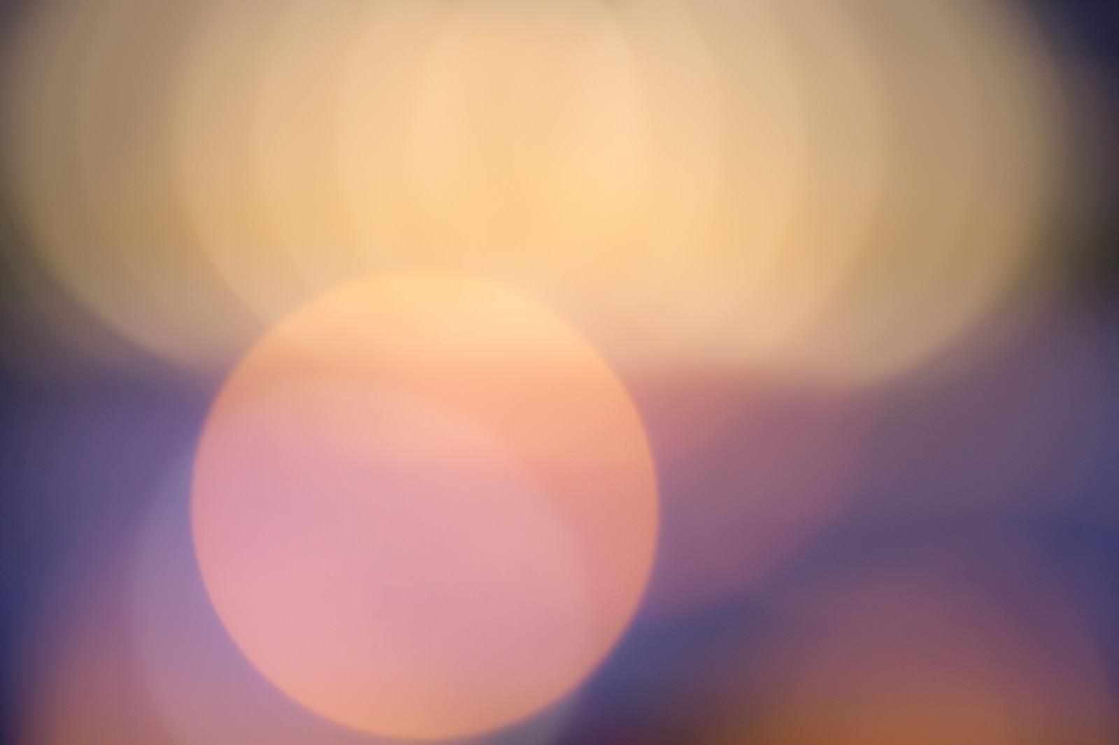 「夕焼け色の丸ボケ」の写真