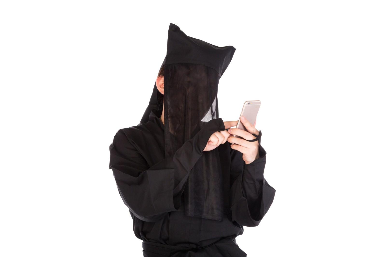 「黒子でエゴサをかけるも某アニメで埋め尽くされてしまう」の写真[モデル:鈴木秀]