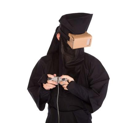 「あまりにもリアルなVRゲームで目をそらす黒子」の写真素材