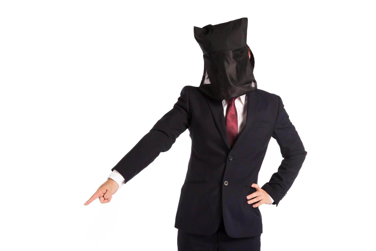 「命令口調の黒子上司」の写真[モデル:鈴木秀]