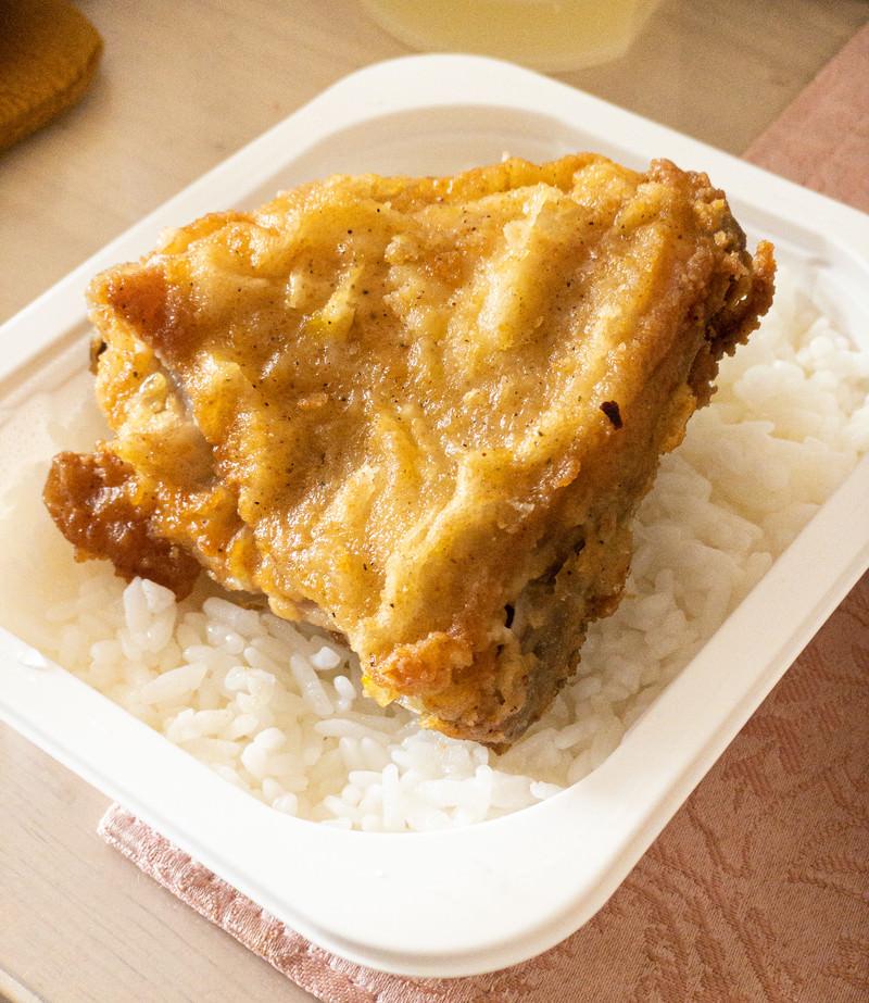「レンチンご飯とフライドチキン」の写真