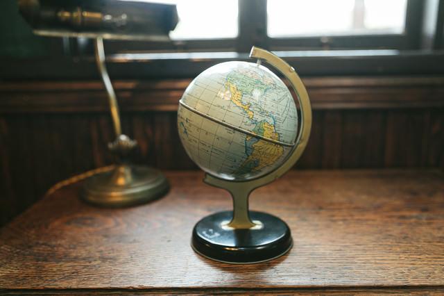レトロな地球儀の写真