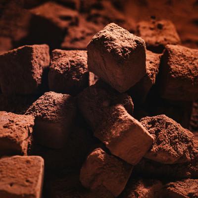 生チョコにココアパウダーをまぶすの写真