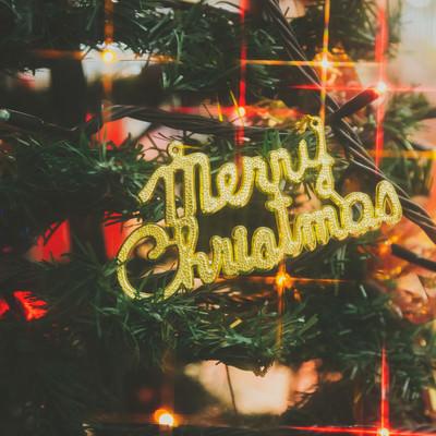 Merry Christmasの飾りとツリーの写真