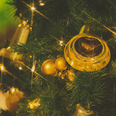 クリスマスツリーとベルの写真