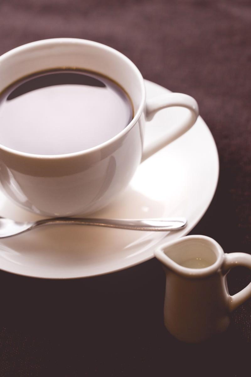 「淹れたてコーヒーとミルク」の写真