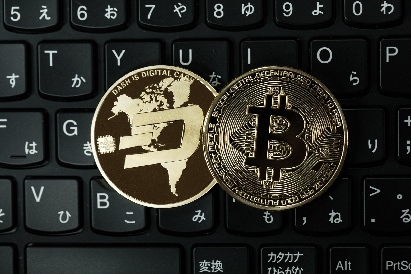 「ダッシュコインとビットコイン」の写真