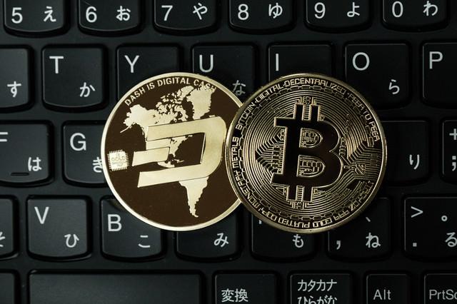 ダッシュコインとビットコインの写真