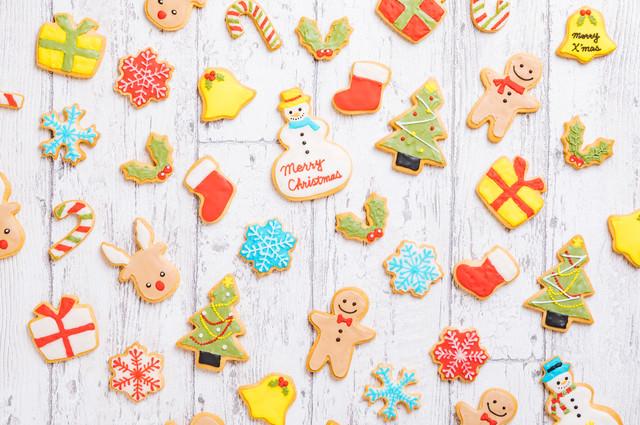 可愛いキャラクターのクリスマスアイシングクッキーの写真
