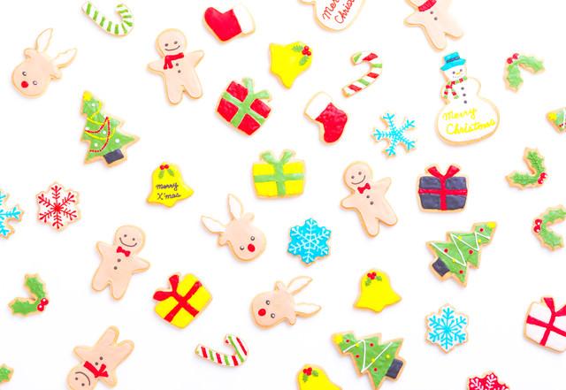 トナカイやツリーなどのキャラクターアイシングクッキーの写真
