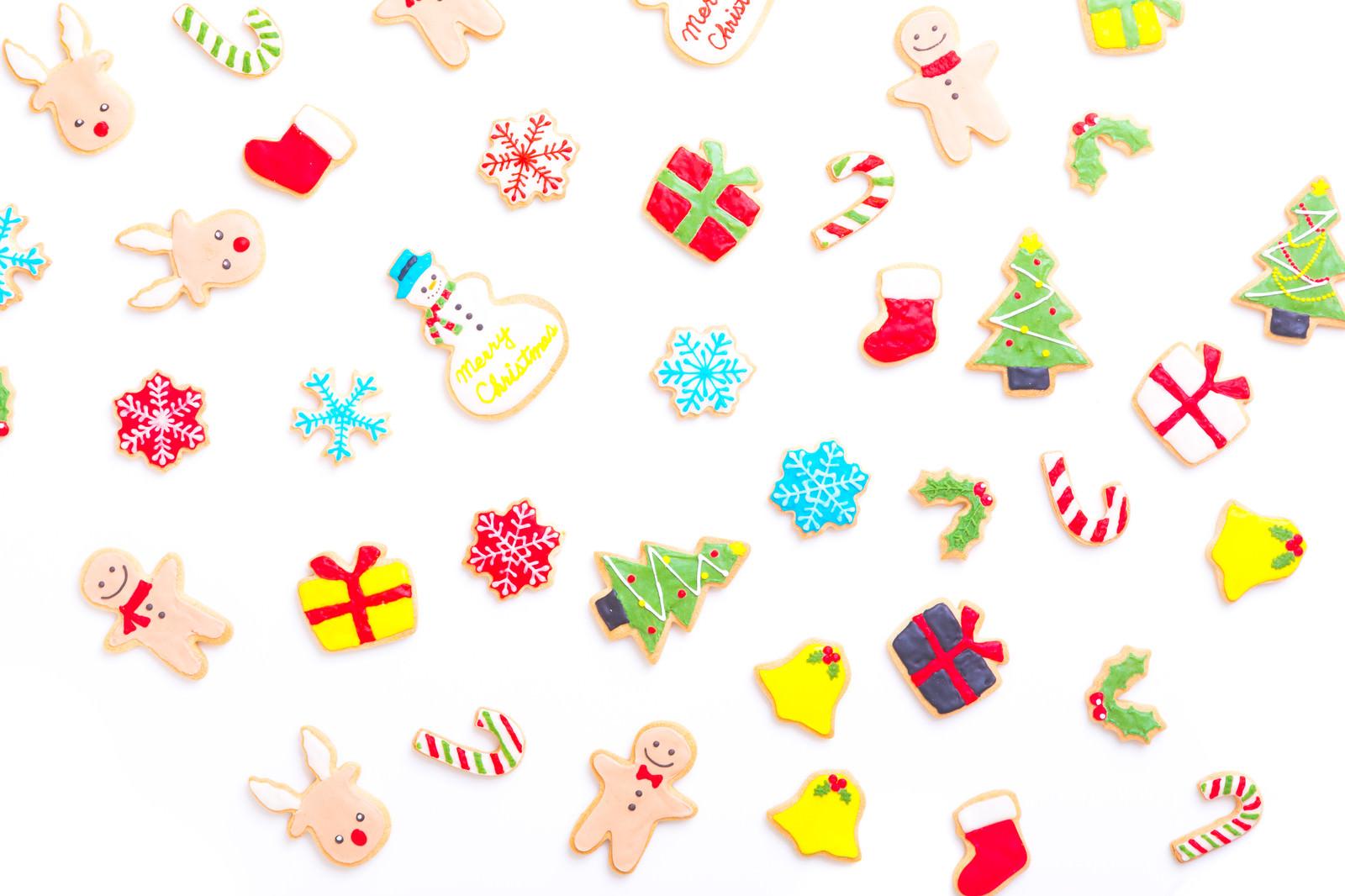 「鮮やかで可愛いクリスマスアイシングクッキー」の写真