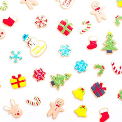 鮮やかで可愛いクリスマスアイシングクッキーの写真