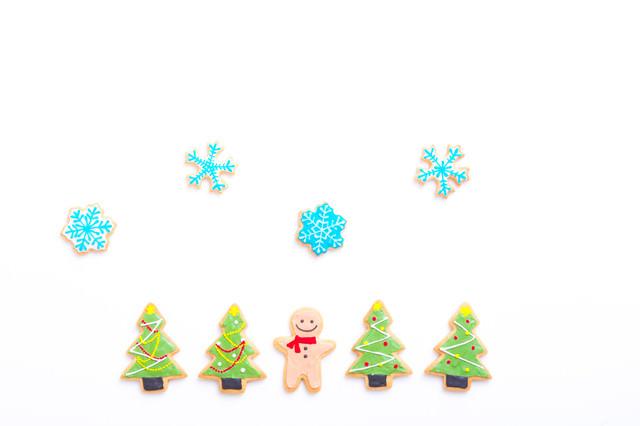 クリスマスツリーに囲まれて(アイシングクッキー)の写真