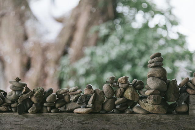 中尊寺 白山神社能舞台の門にあった積石の写真