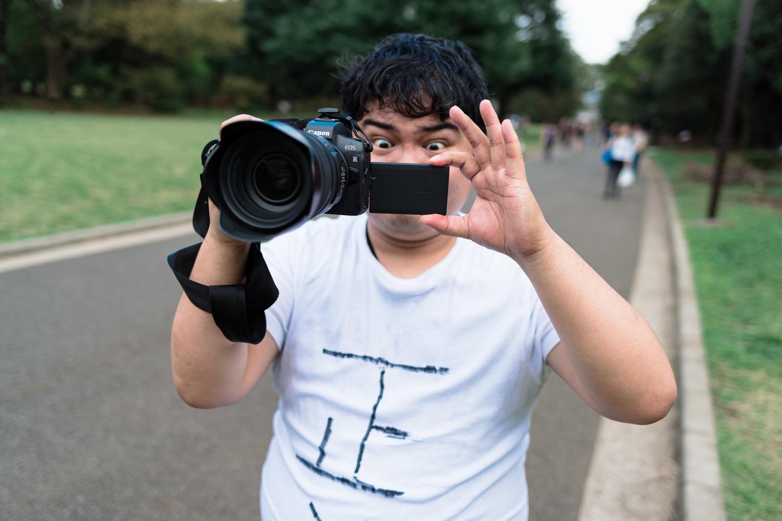 「ミラーレス一眼での撮影はサイコーだぜ」の写真[モデル:段田隼人]