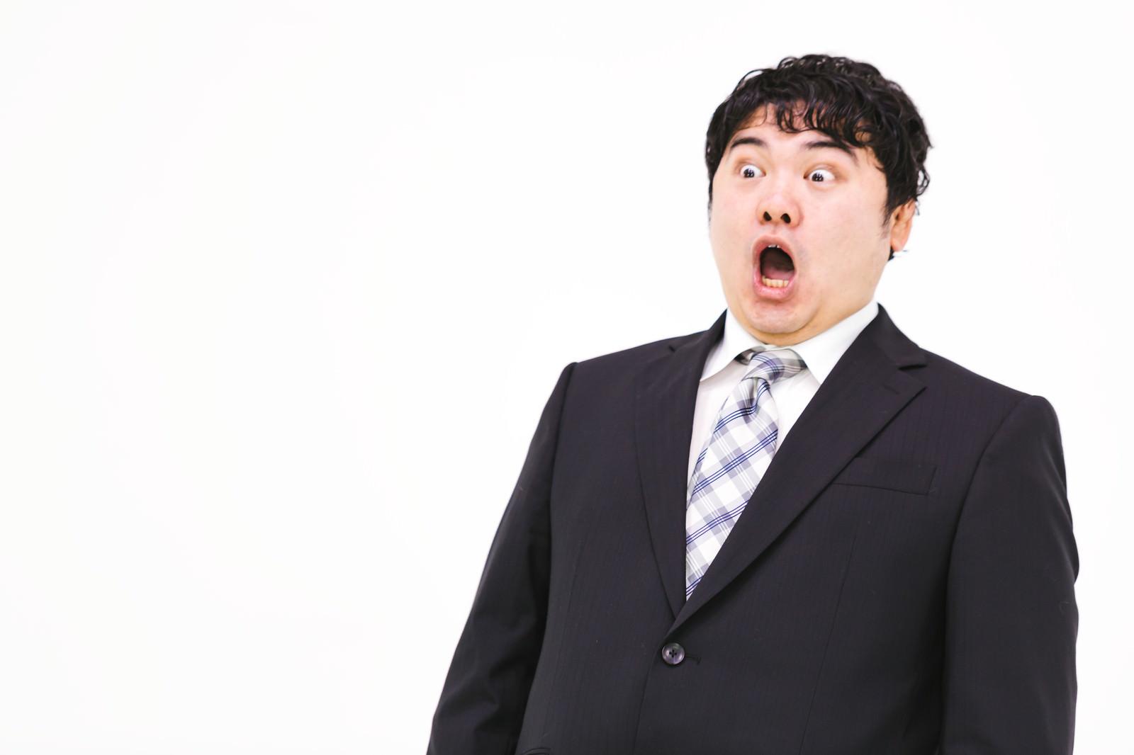 「驚きのあまり仰け反る営業マン驚きのあまり仰け反る営業マン」[モデル:段田隼人]のフリー写真素材を拡大