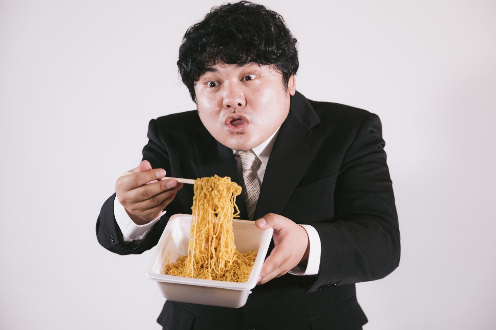 「ソースコード焼きそば食べる?なんつって」の写真[モデル:段田隼人]