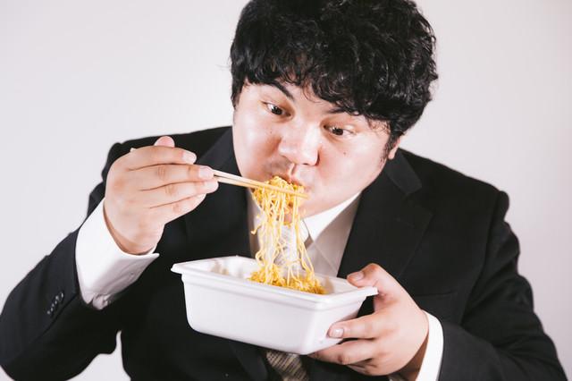 カップ焼きそばうめぇ~(ハムッ、ハフハフ、ハフッ!!)の写真