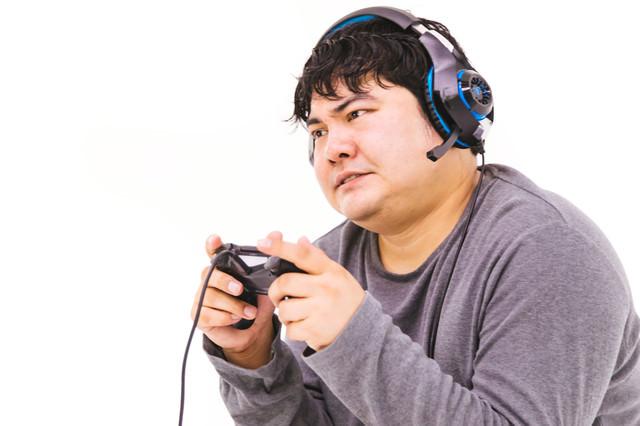 緊迫した場面で息を止めてプレイする廃ゲーマー