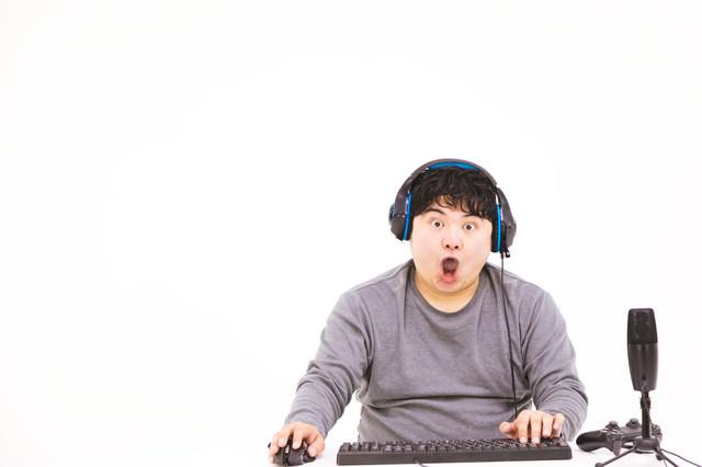 ゲームしながら「ヒャッハー」っと雄叫びをあげる生主の写真
