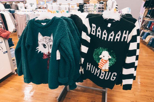 地味なクリスマスダサセーターの写真