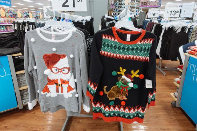 派手なクリスマスダサセーターの写真