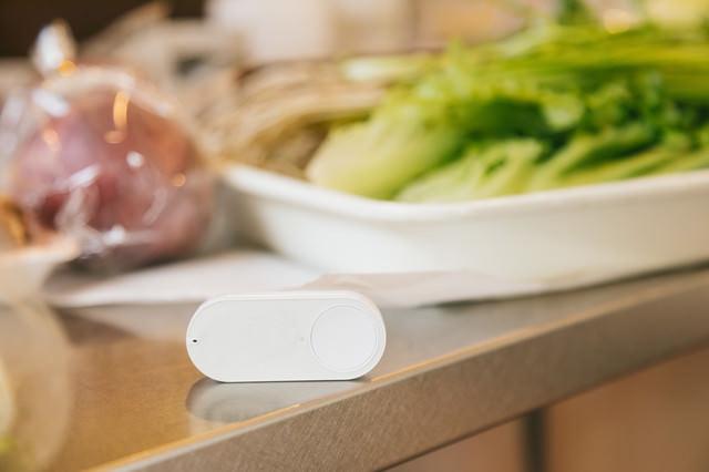 台所に置かれたダッシュボタンの写真