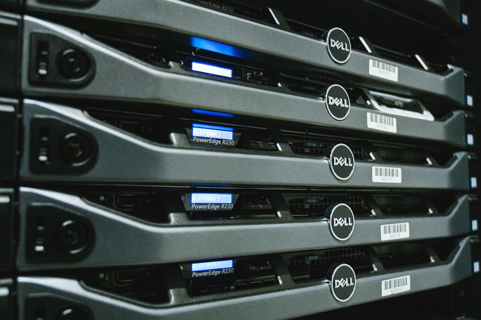 「データセンター内の様子(サーバールーム)データセンター内の様子(サーバールーム)」のフリー写真素材を拡大