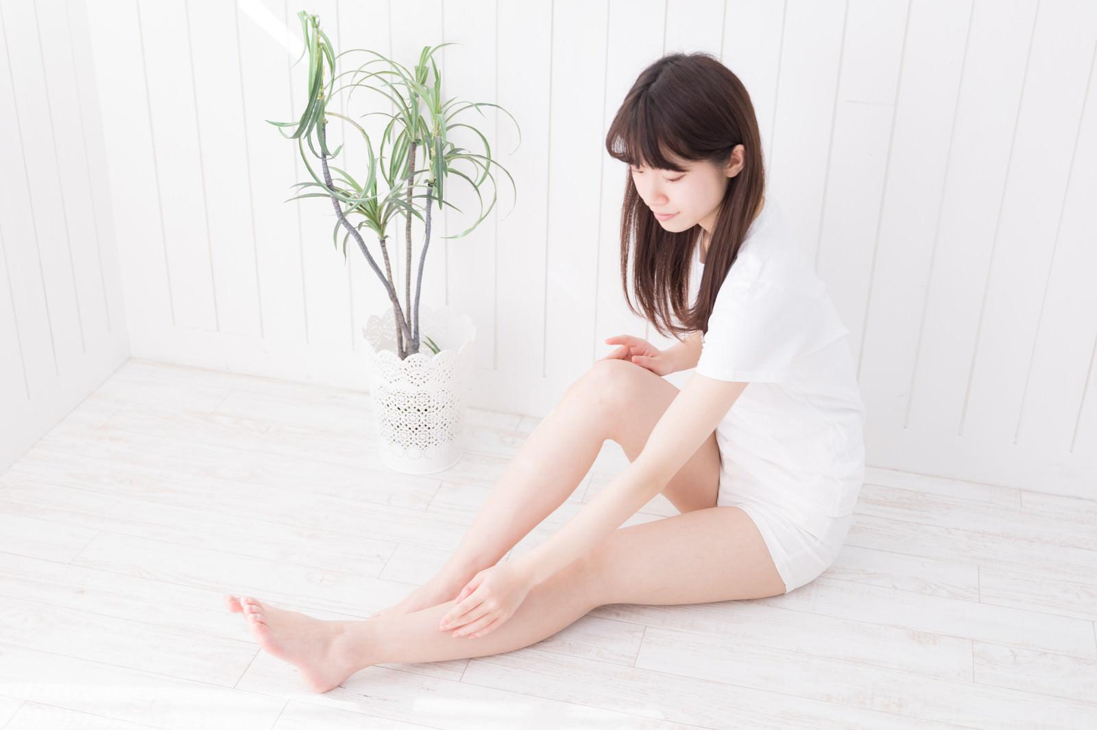 「ツルツルの素足」の写真[モデル:川子芹菜]