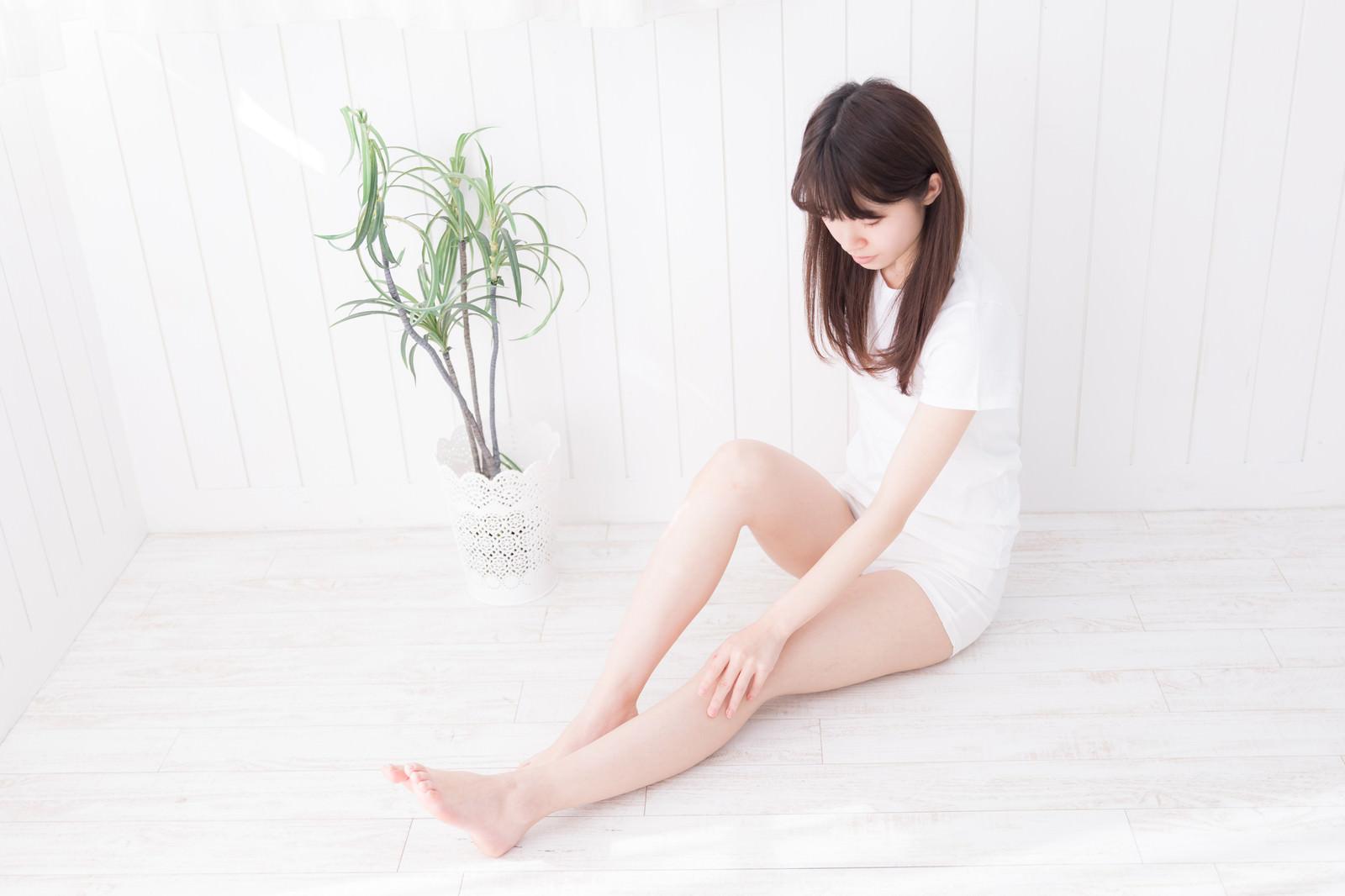 「足脱毛した女性」の写真[モデル:川子芹菜]