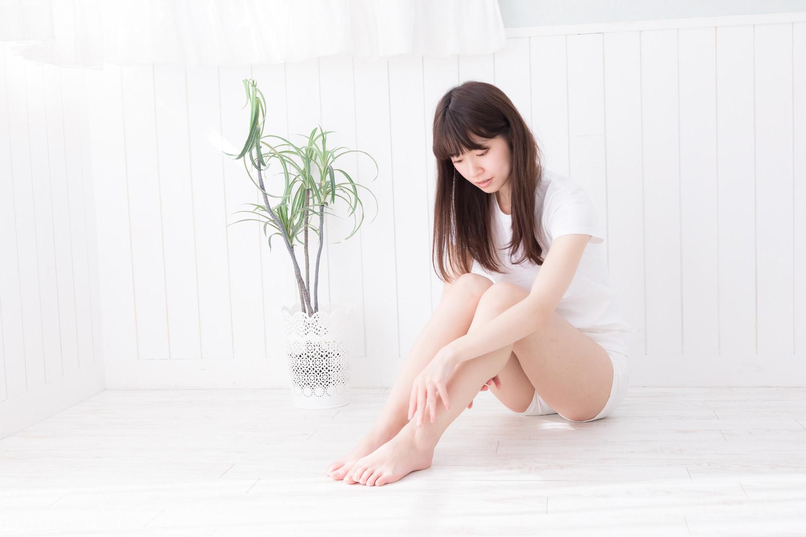 「フットケア女子」の写真[モデル:川子芹菜]
