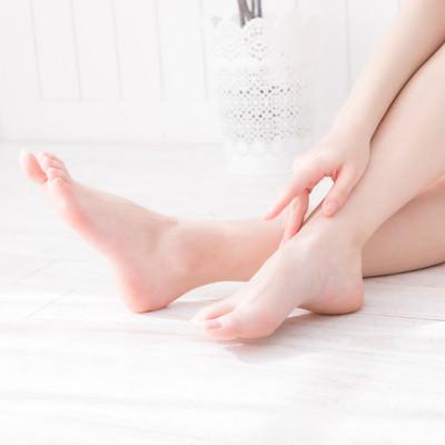 ほっそりした足首の写真