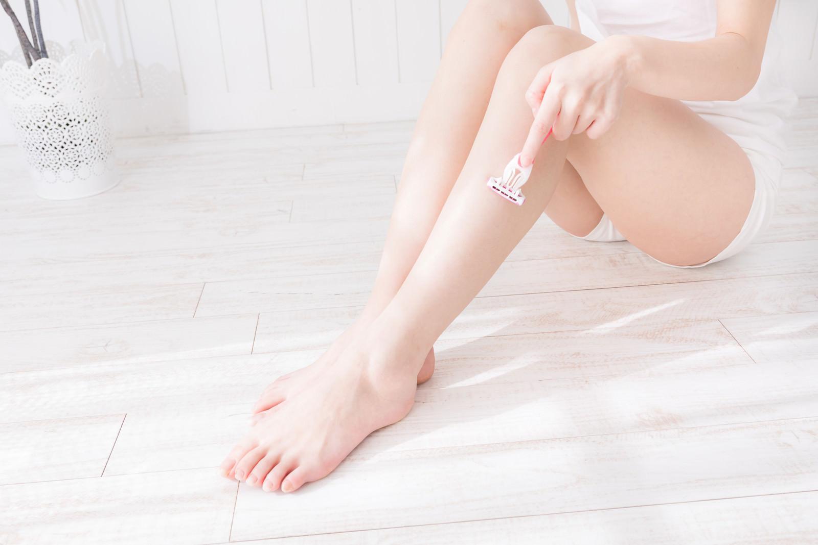 「脚のお手入れ(脱毛)」の写真[モデル:川子芹菜]