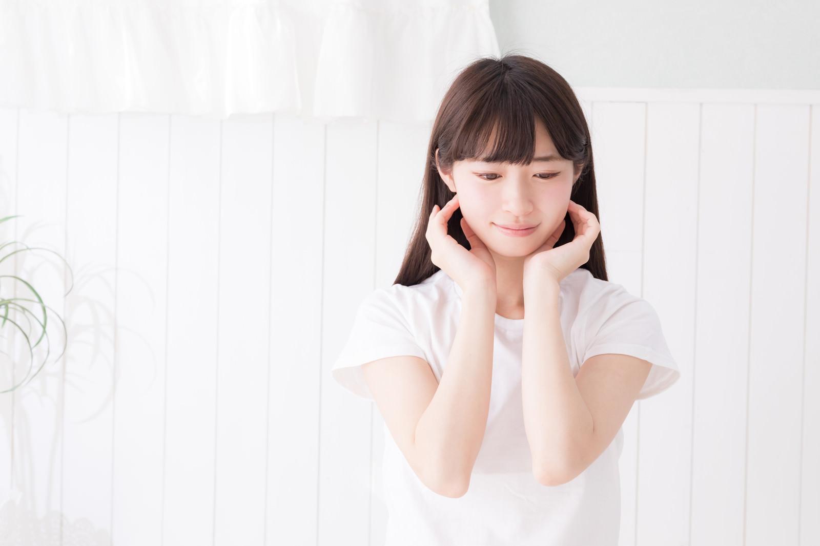 「透明感ある細身の女性」の写真[モデル:川子芹菜]
