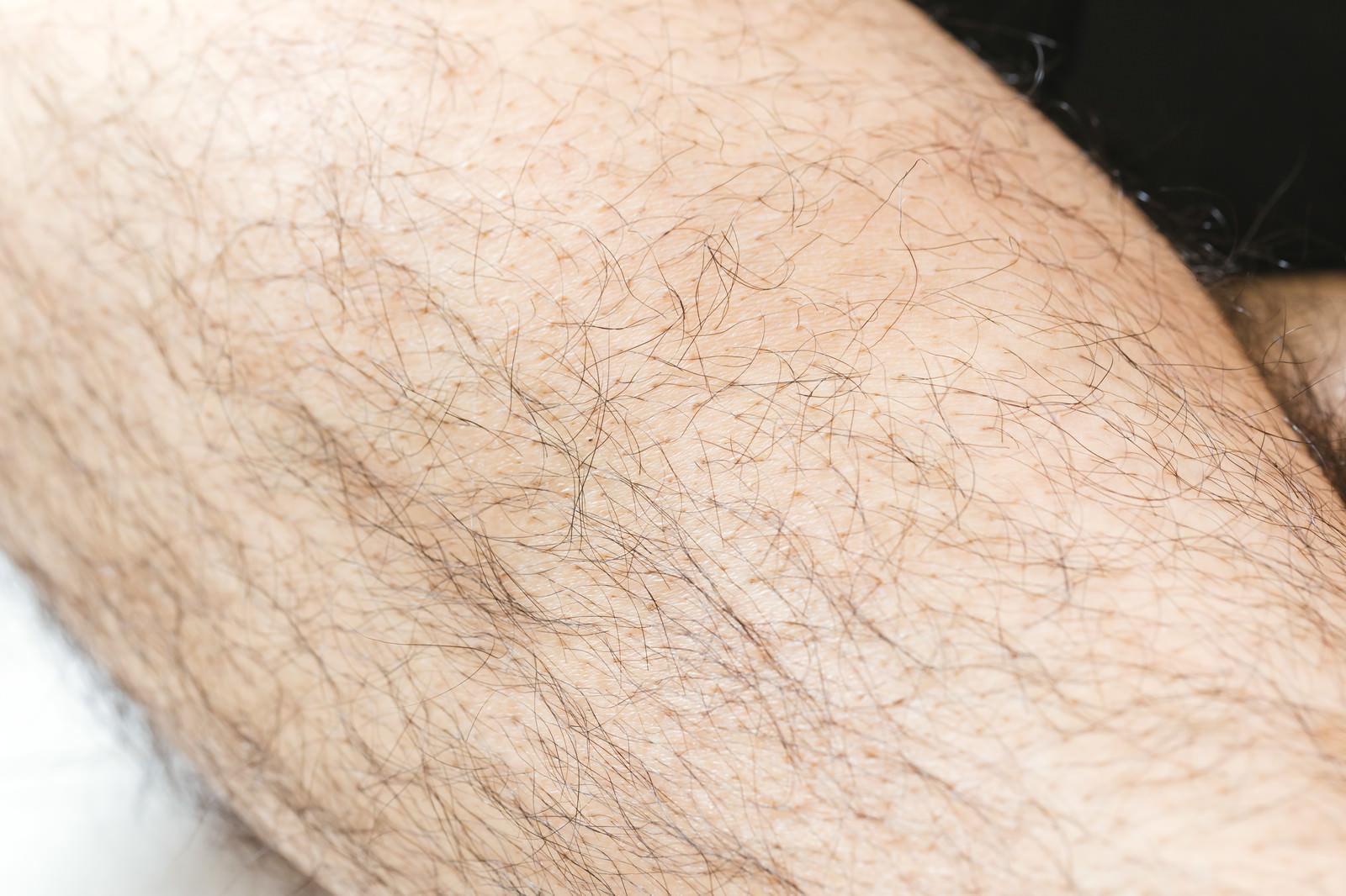 「男性のすね毛」の写真