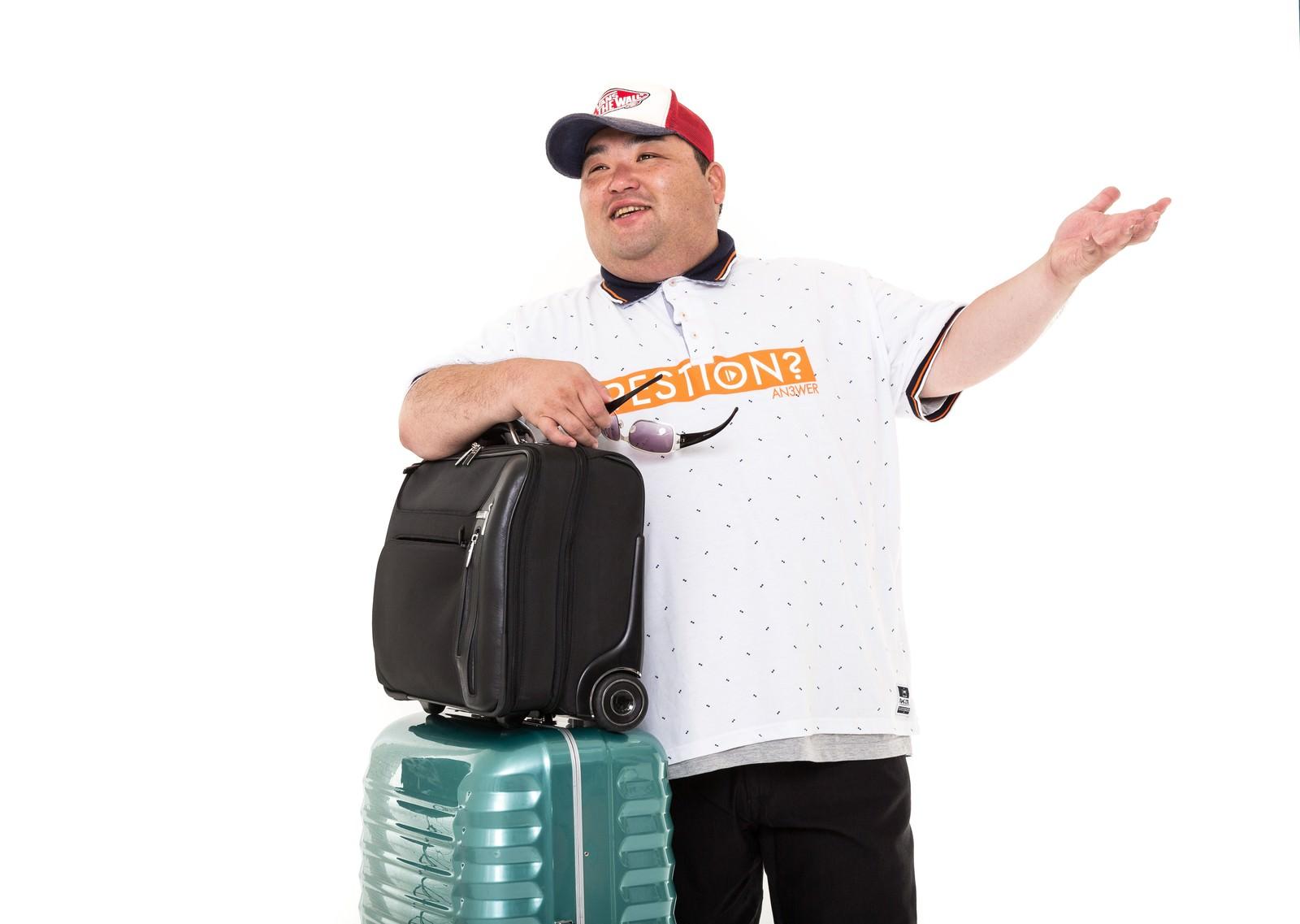 「爆買いの為、訪日した旅行客」の写真[モデル:横山ともや]