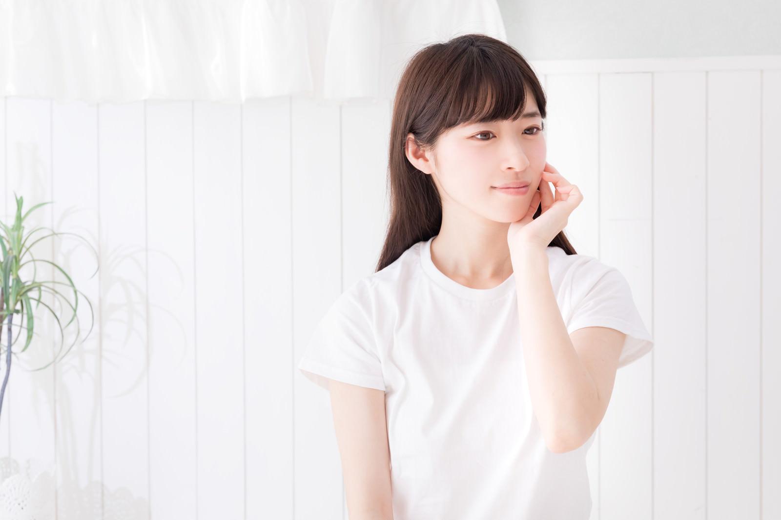 「部屋と白いTシャツと私」の写真