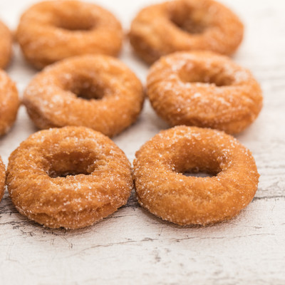 砂糖のついたお菓子ドーナツの写真