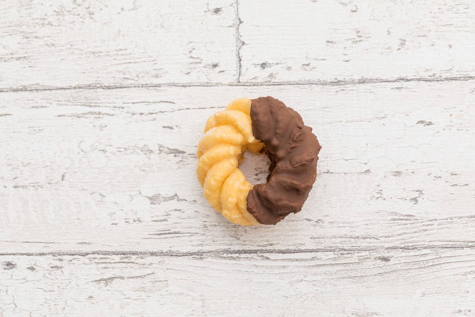 「甘いチョコレートのフレンチクルーラー」の写真