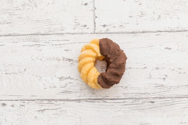 甘いチョコレートのフレンチクルーラーの写真