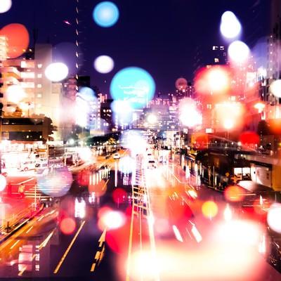 「ネオンの降り注ぐ街(フォトモンタージュ)」の写真素材