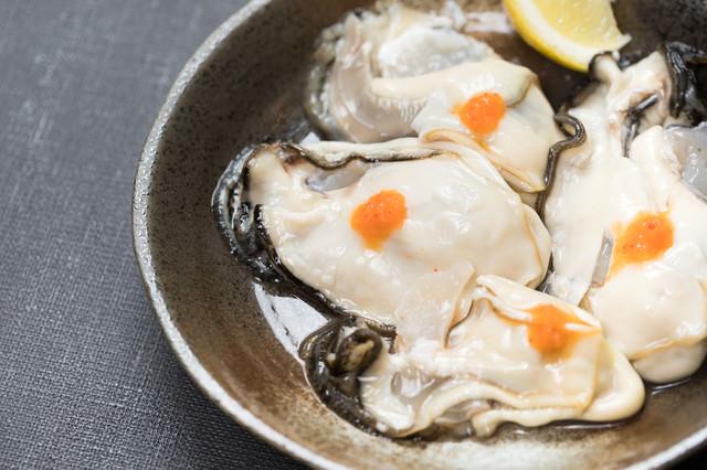もみじおろしと生牡蠣の写真