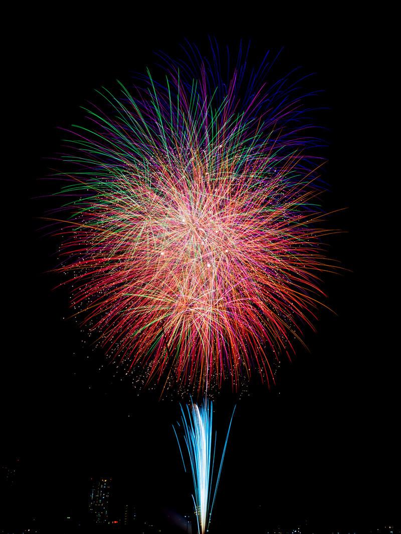 「夏の夜空を彩る江戸川区花火大会 | 写真の無料素材・フリー素材 - ぱくたそ」の写真