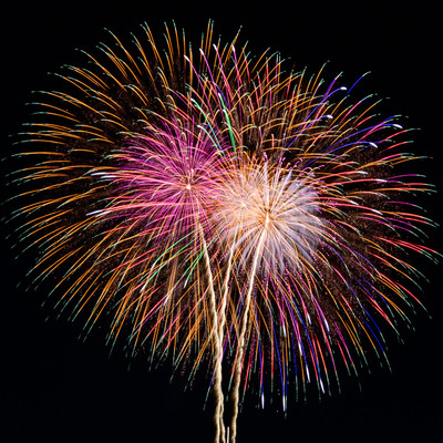 夏の風物詩、打ち上げ花火の写真
