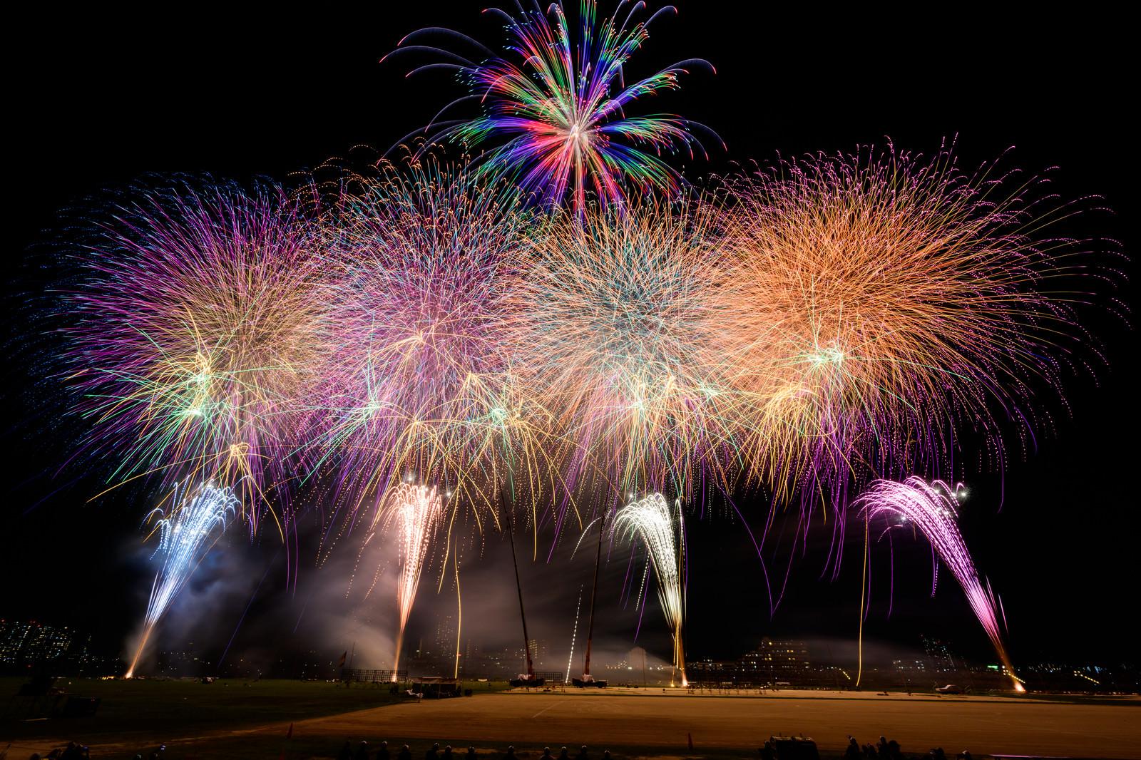 「江戸川区花火大会のフィナーレ」の写真